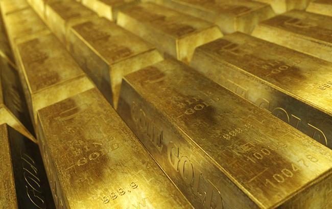 Фото: золото подорожчало на 1%