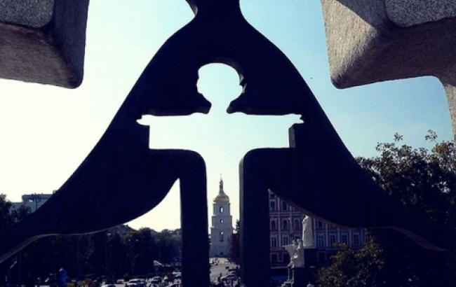 Фото: памятный знак жертвам Голодомора возле Михайловского собора в Киеве (ZN.ua)