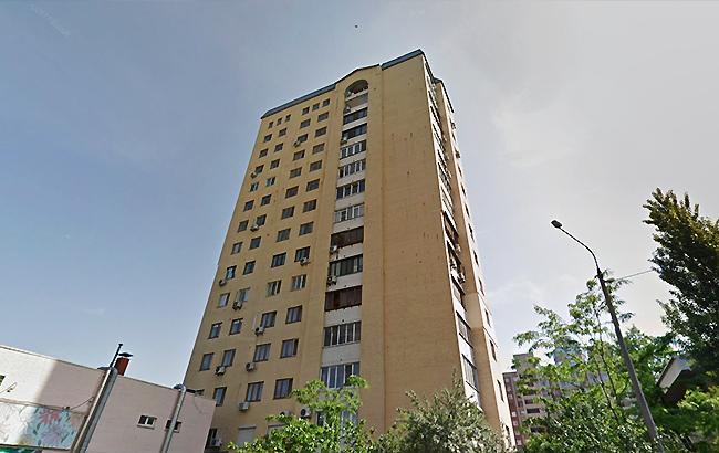 В Киеве малыш выпал из окна высотного дома