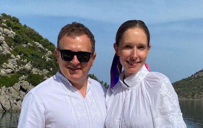 Горбунов увел беременную Осадчую в горы: яркие фото