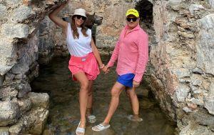 Вагітна Катя Осадча в купальнику осідлала дошку в Туреччині (фото)