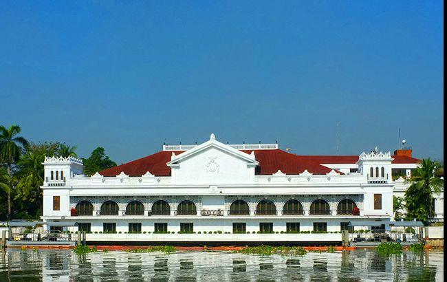 ВМаниле неизвестный открыл стрельбу около резиденции президента Филиппин