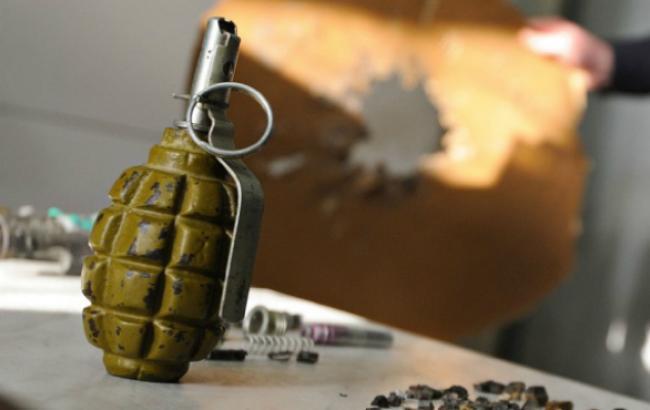 Фото: граната в Бучі