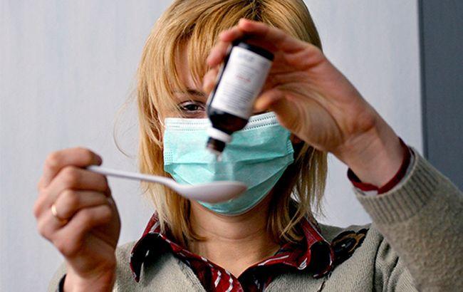 Фото: украинцы продолжают лечить грипп и ОРВИ антибиотиками