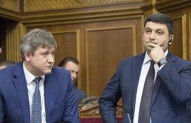 Олександру Данилюку (ліворуч) та Володимиру Гройсману ще доведеться вислухати багато пропозицій до закону про СФР