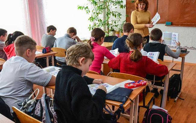 Не заплатили за обучение: учителя заперли детей в подвале без еды и воды