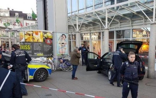 Появилось видео сместа ЧП, где вооруженный шофёр переехал людей вГермании