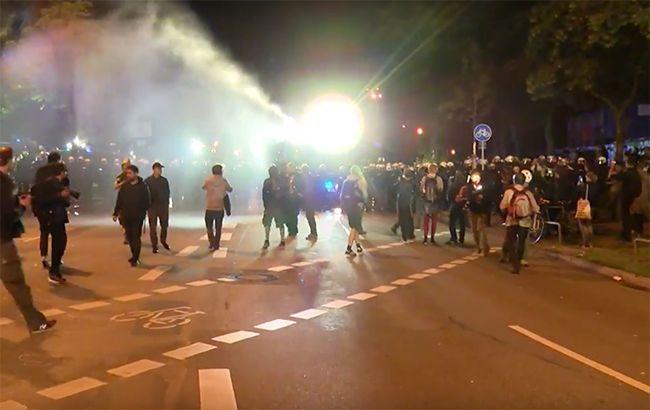 Вандализм, поджоги инападения наполицейских— Беспорядки вГамбурге
