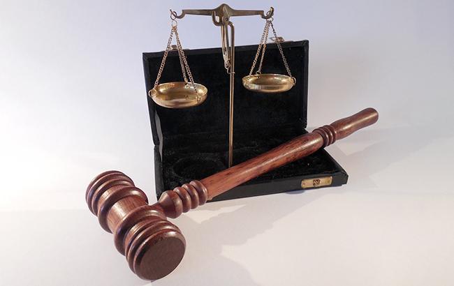 Фото: суд заарештував чиновника за хабар (pixabey)