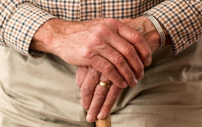 """""""Просто шел из аптеки"""": в Киеве избили и ограбили 89-летнего пенсионера"""