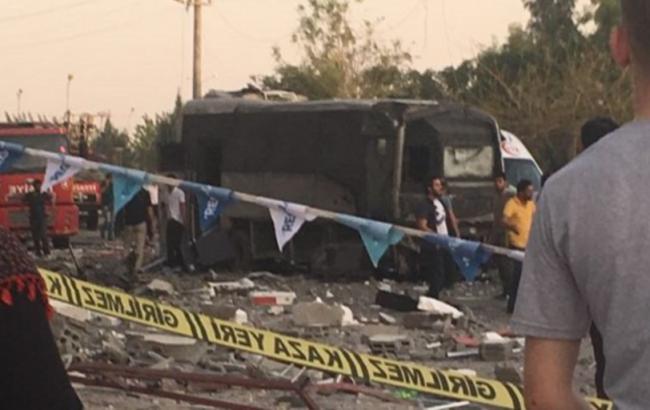 Фото: в Туреччині біля лікарні пролунав вибух