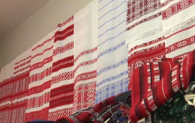 Українці виткали найбільший рушник ручної роботи, який потрапить до Книги рекордів Гіннеса