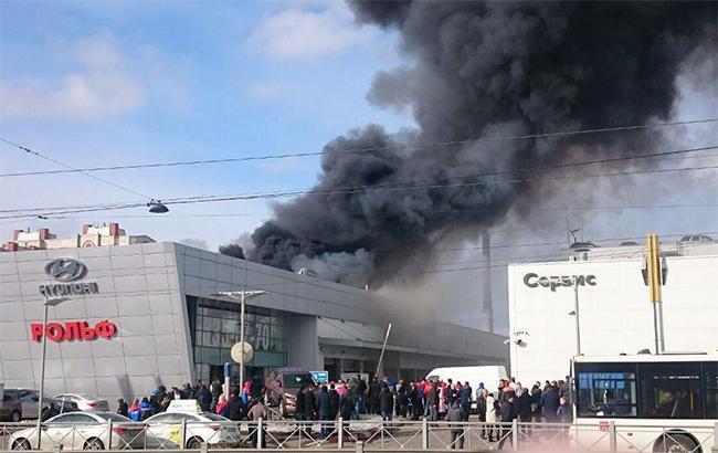 У Петербурзі загорівся автосалон Hyundai (відео)