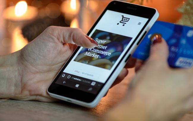 Фото: Онлайн-покупки в Киберпонедельник (pixabay.com/Maialisa)