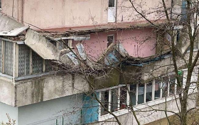 В Киеве обвалилось сразу несколько балконов: фото с места ЧП