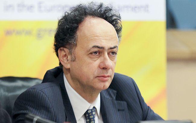 Фото: глава представництва ЄС в Україні Хьюг Мінгареллі