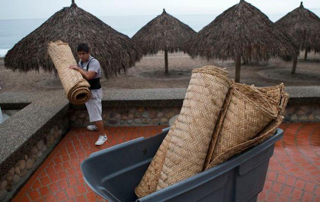 """Фото: Мексика готовится к урагану """"Патрисия"""""""