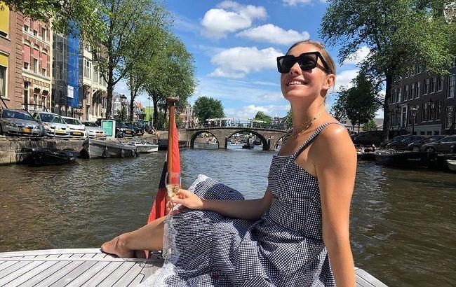 Катя Осадчая в стильном сарафане показала свои турецкие каникулы