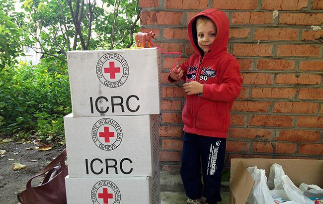 Красный Крест доставил наДонбасс 10 фургонов сгумпомощью