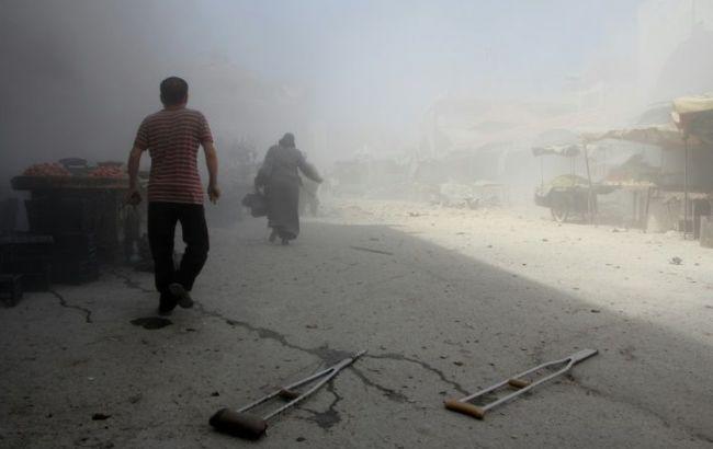 Фото: у сирійському місті Ідліб по ринку був нанесений авіаудар