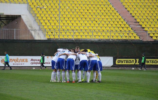 Фото: футболисты тренируются в родном городе