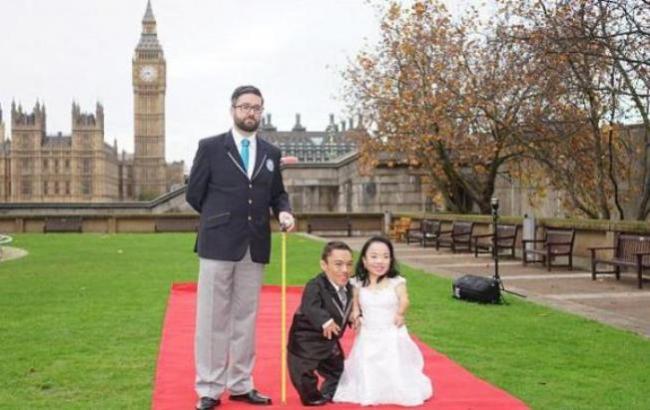 Фото: Найменша пара в світі (dailymail.co.uk)