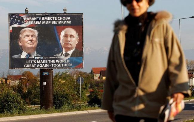 Фото: Плакат в Черногории (Stevo Vasiljevic/Reuters)