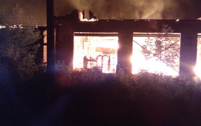 Фото: у Смілі вигорів цех з виготовлення паливних брикетів
