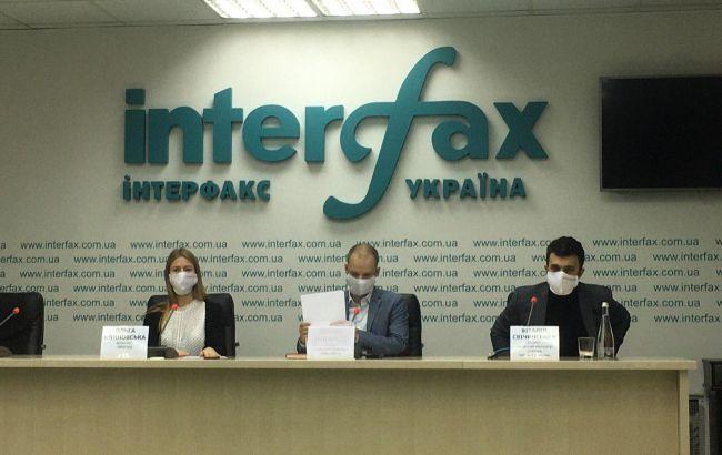 Волонтери звернулися до кандидатів у мери з ініціативою забезпечити киян масками на виборах