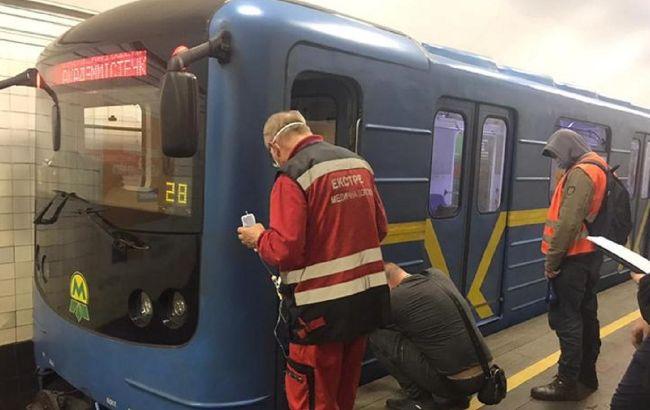 Став відомий стан пасажира, який потрапив під поїзд метро у Києві