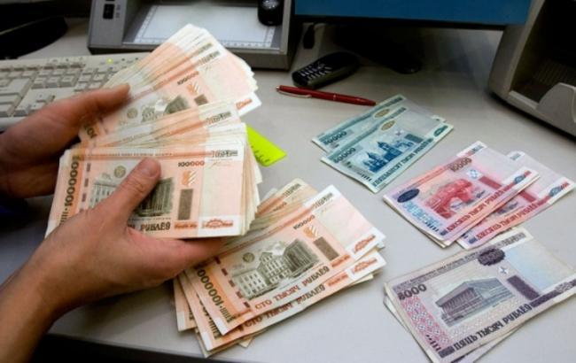 Фото: курс доллара в Беларуси превысил исторический рекорд