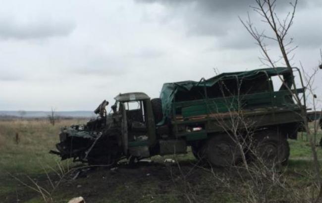 В Луганской обл. на фугасе подорвалось авто с пограничниками, есть раненые