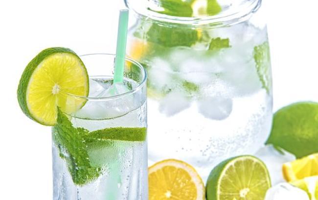 Дієтолог розповіла, до яких наслідків може привести дефіцит води в організмі