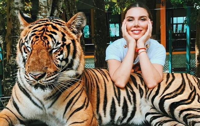 Анна Седокова заинтриговала поклонников необычным конкурсом в сети