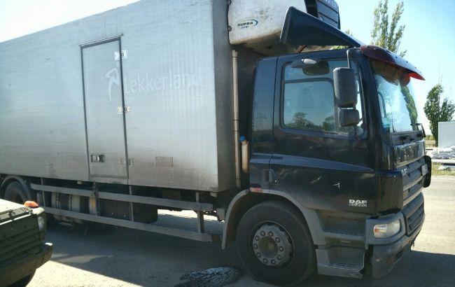 На Донбассе задержан сопровождаемый милицией грузовик с контрабандой, - прокуратура