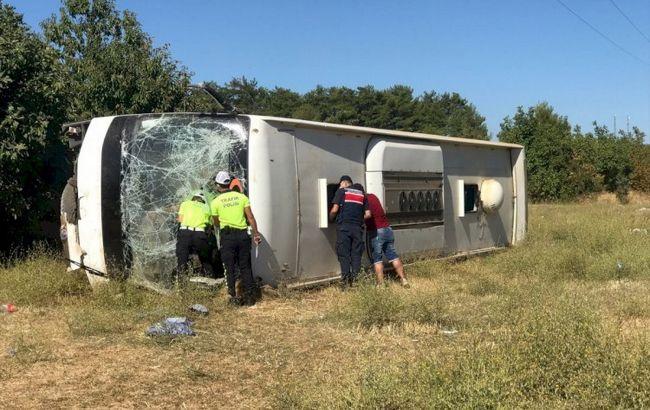 У Туреччині автобус з українськими туристами потрапив у ДТП. Є загиблий і поранені