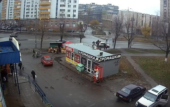 Кадр из видео похищения женщины (YouTube/Aralexs Berline)