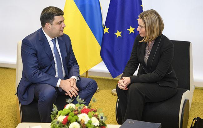 Фото: Володимир Гройсман і Федеріка Могеріні (kmu.gov.ua)