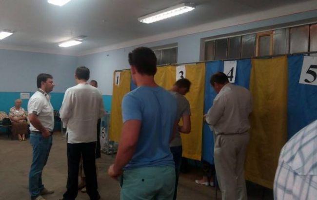 """На виборчих дільницях 205 округу в Чернігові багато депутатів, - """"ОПОРА"""""""