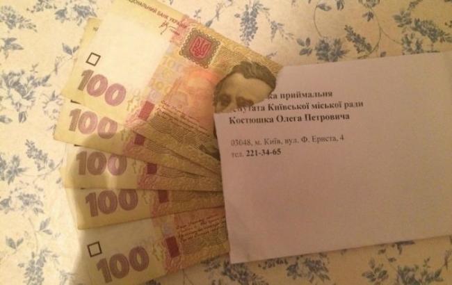"""ОПОРА: Кандидат в Київраду від БПП роздавав виборцям """"матеріальну допомогу"""""""
