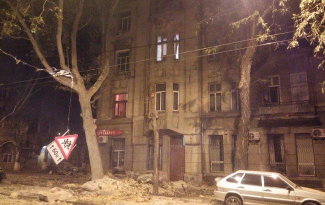 Фото: в Одессе обрушилась часть дома