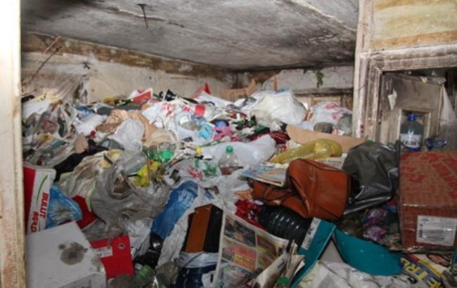 Фото: Завалы мусора в квартире пенсионера