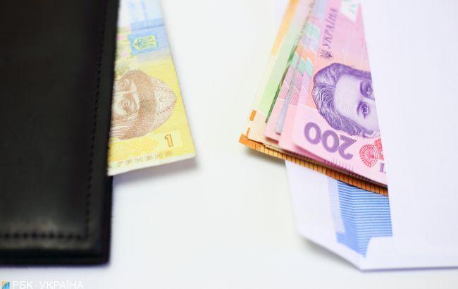 Майже половину зарплати в Україні платять у конвертах, - дослідження