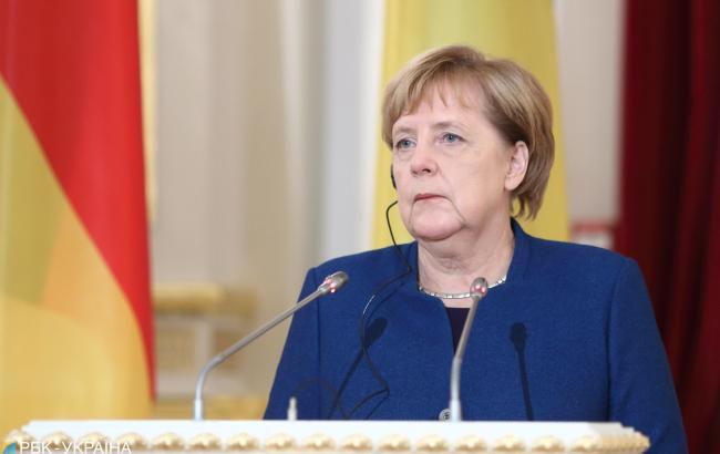 Меркель призвала Путина освободить украинских моряков