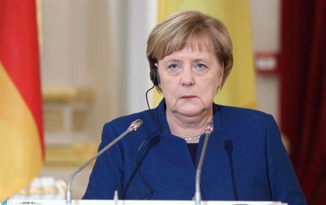 Меркель прогнозує, що ситуація з COVID-19 покращиться до осені