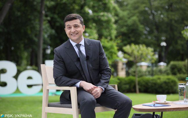 Зеленському стілець сушили феном: з'явилося цікаве відео з прес-конференції
