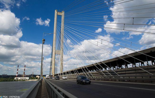 На Південному мосту в Києві зіштовхнулися шість автомобілів. Рух ускладнено