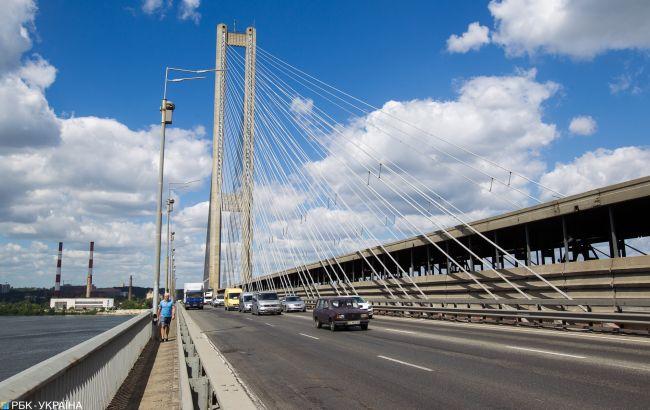 У Києві тимчасово обмежать рух на Південному мосту