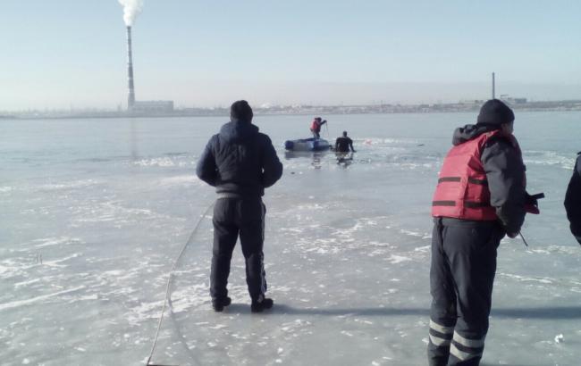 ВОдесской области cотрудники экстренных служб ведут поиски взрослого иребенка, провалившихся под лед