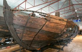 Фото: Відреставровані судна вирушать до музею (РБК-Україна)